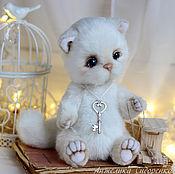 Куклы и игрушки ручной работы. Ярмарка Мастеров - ручная работа Котик Снежок. Handmade.