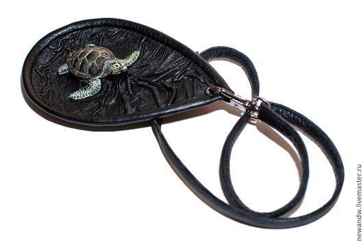 """Кулоны, подвески ручной работы. Ярмарка Мастеров - ручная работа. Купить 3D Кулон """"Морская черепашка"""" из натуральной кожи. Handmade."""