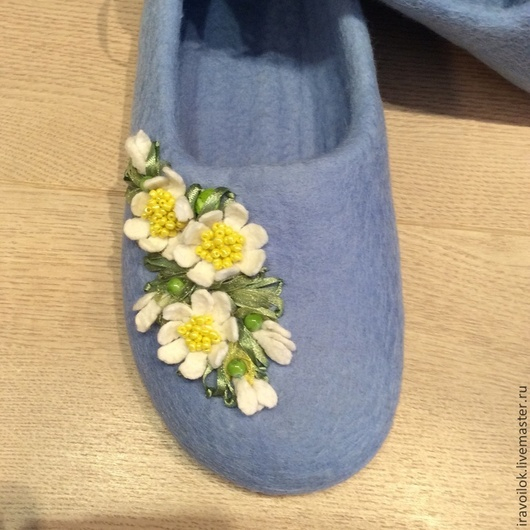 """Обувь ручной работы. Ярмарка Мастеров - ручная работа. Купить Тапочки""""Весенняя синь"""". Handmade. Голубой, тапочки из шерсти, зимняя обувь"""