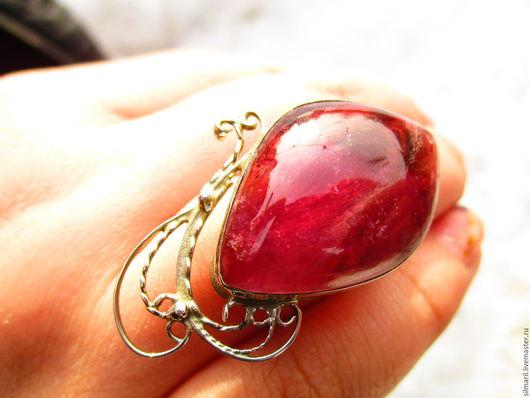 кольцо `Красивая рыбка` цена 4300 турмалин ярко малиновый