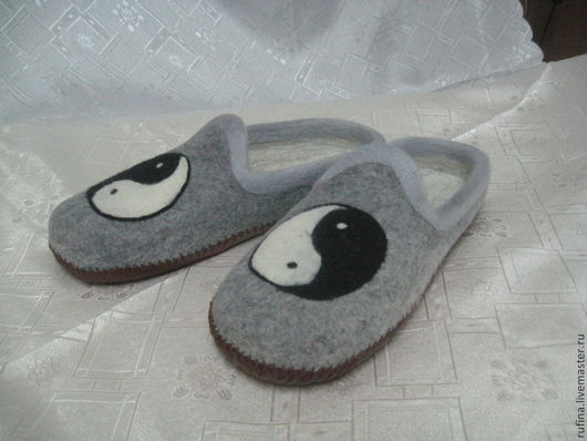 Обувь ручной работы. Ярмарка Мастеров - ручная работа. Купить Валяные мужские тапочки 43размер. Handmade. Серый, мужчине, для дома