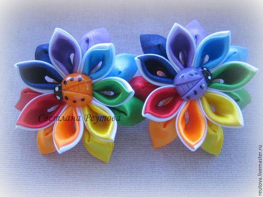 Заколки ручной работы. Ярмарка Мастеров - ручная работа. Купить Резинка для волос в стиле канзаши Цветик-Семицветик 1. Handmade.