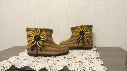 Обувь ручной работы. Ярмарка Мастеров - ручная работа. Купить Унисекс валяные тапочки Ярило-солнце. Handmade. Желтый, для женщин