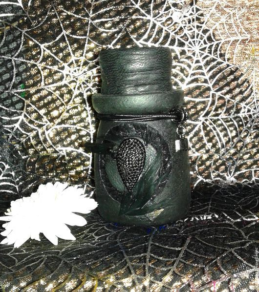 Вороново крыло. Колдовская бутылочка для зелий и трав.