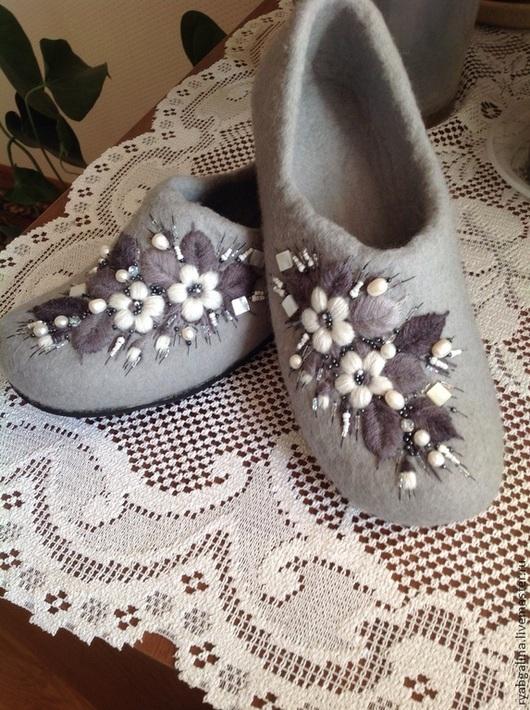 """Обувь ручной работы. Ярмарка Мастеров - ручная работа. Купить Тапочки """" Подарок для любимой"""". Handmade. Тапочки ручной работы"""