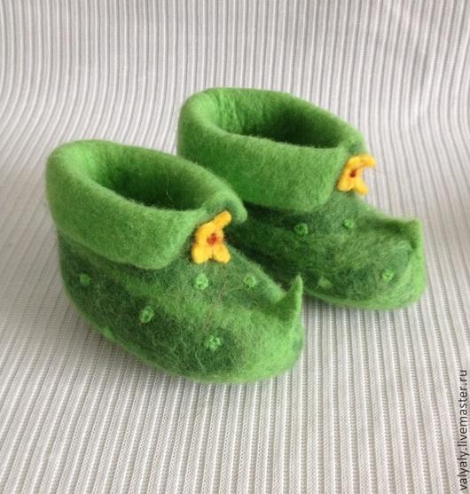 """Детская обувь ручной работы. Ярмарка Мастеров - ручная работа. Купить детские домашние валеночки """"огурчик"""". Handmade. Зеленый, обувь"""