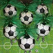 """Подарки к праздникам ручной работы. Ярмарка Мастеров - ручная работа """"6 : 0"""" футбольный набор елочных шаров. Handmade."""