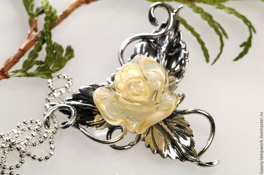 кулон серебро кулон лэмпворк серебряный кулон серебро 925 пробы подарок любимой маме подруге женщине девушке подарок купить кремовая роза авторский лэмпворк ювелирное изделие серебро 925 пробы