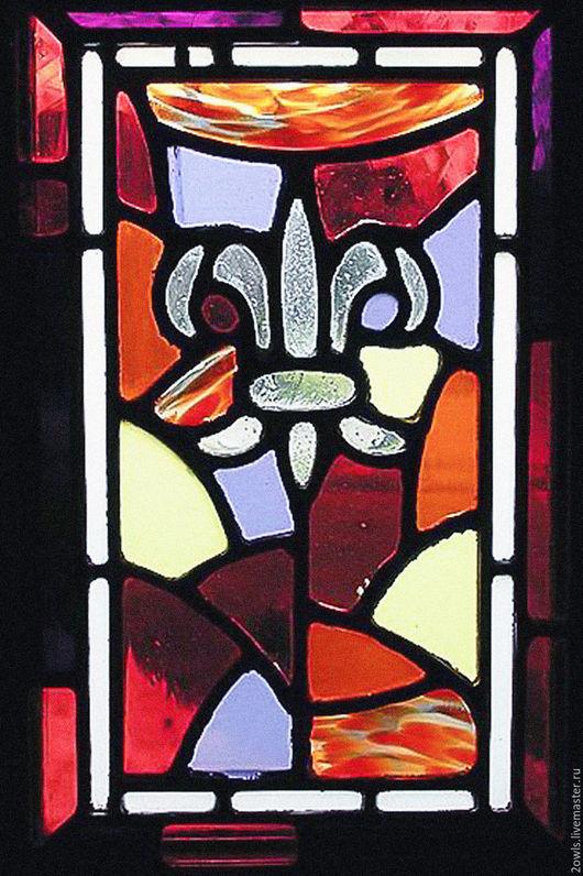 Витраж выполнен полностью из стекла ручной выдувки для входной двери дома конца 19 века, расположенного в штате Мичиган, США
