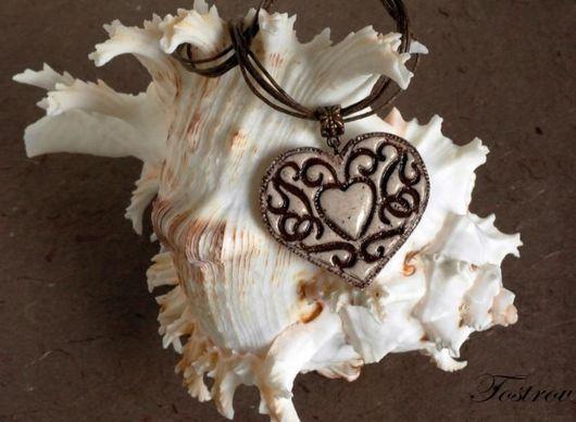 """Кулоны, подвески ручной работы. Ярмарка Мастеров - ручная работа. Купить Кулон """"Сердце"""". Handmade. Бежевый, кулон из полимерной глины"""