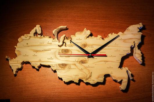 """Часы для дома ручной работы. Ярмарка Мастеров - ручная работа. Купить Часы настенные из дерева """"Россия"""". Handmade. карта мира"""
