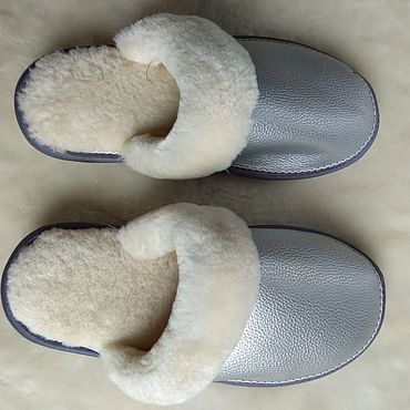Обувь ручной работы. Ярмарка Мастеров - ручная работа Кожаные тапочки из мутона серебряный цвет. Handmade.