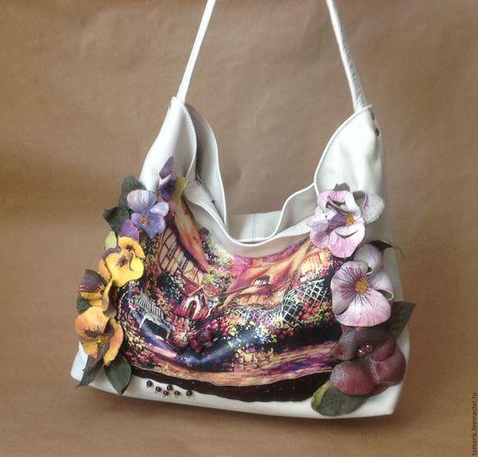 легкая, нежная женская сумка из натуральной кожи молочного цвета