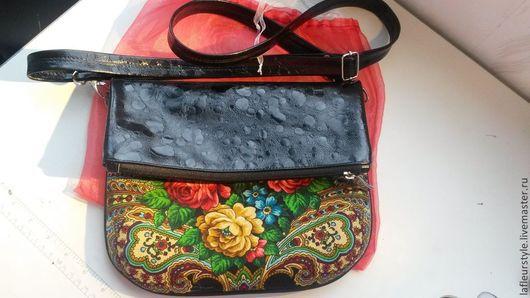 Сумка- клатч изготовлена из натуральной кожи и павловопосадского платка Незнакомка.