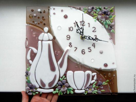 """Часы для дома ручной работы. Ярмарка Мастеров - ручная работа. Купить Часы """"Фиалковый чай"""", фьюзинг. Handmade. Анна Герман"""