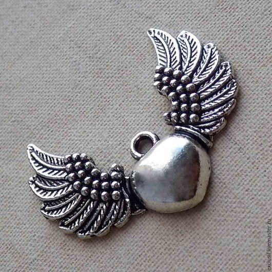 Фурнитура для создания украшений - подвеска для кулона в виде сердца с крыльями, подвеска крылатое сердце. Купить подвеску крылатое сердце. Купить подвеску сердце с крыльями. Кулон крылатое сердце
