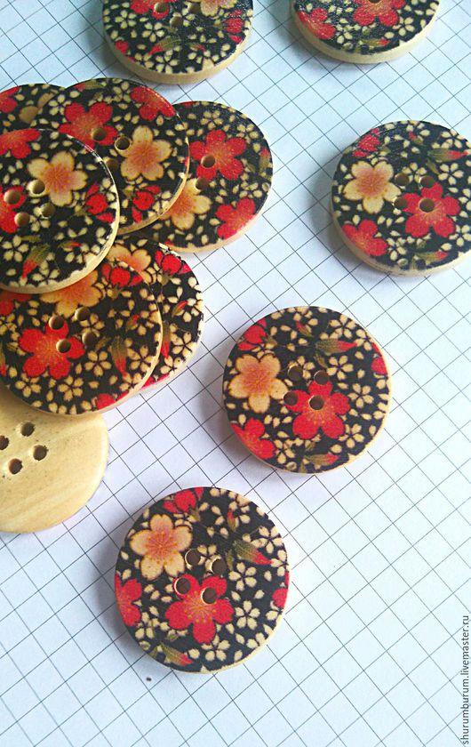 Шитье ручной работы. Ярмарка Мастеров - ручная работа. Купить пуговица деревянная красные цветы на чёрном 30 мм. Handmade.