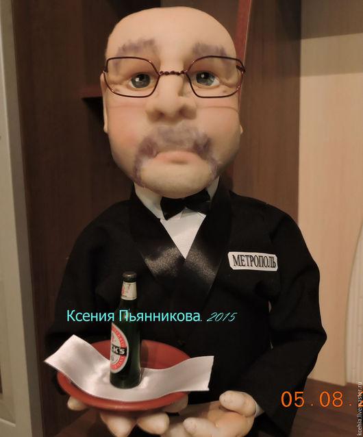 Портретные куклы ручной работы. Ярмарка Мастеров - ручная работа. Купить Кукла- бар ОФИЦИАНТ. Handmade. Комбинированный, чехол для бутылки