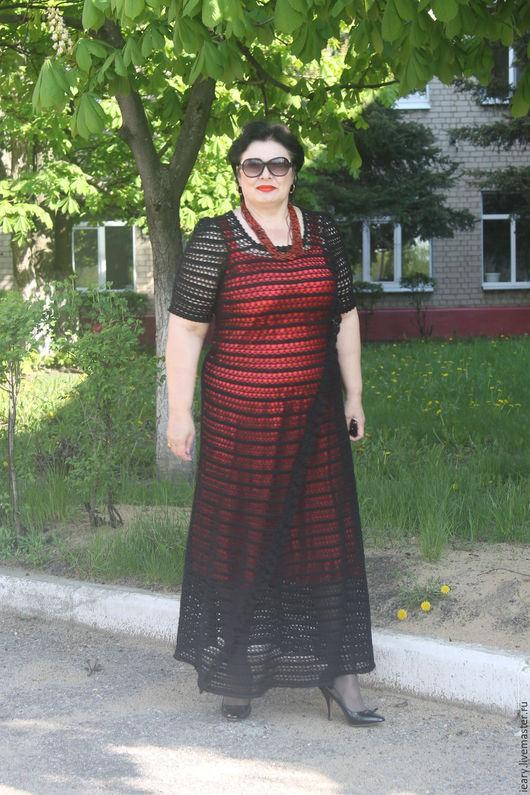 Нарядное чёрное платье приятно удивит простотой и ,в то же время,своим изыском.