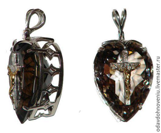 Кулон серебряный из горного хрусталя и раухтопаза `Сияние Христа`. Серебро 925, Иисус позолочен. Вес камней по 106 карат. Вес изделий по 35 гр. Распятие вклеено на штифтах в отверстия в камне.