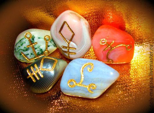 """Обереги, талисманы, амулеты ручной работы. Ярмарка Мастеров - ручная работа. Купить """"Духи Эльфов"""", набор камней-талисманов с рунами. Handmade."""