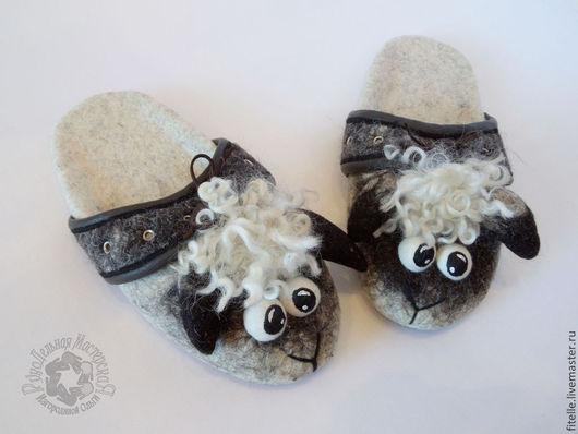 Обувь ручной работы. Ярмарка Мастеров - ручная работа. Купить Барашковые тапки. Handmade. Серый, тапки валяные, прикольный подарок