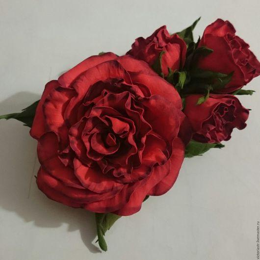 Брошь с красными розами из фоамирана.