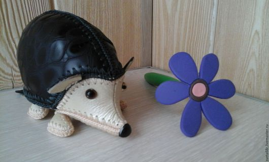 Куклы и игрушки ручной работы. Ярмарка Мастеров - ручная работа. Купить ежик ушастик из натуральной кожи. Handmade. Чёрно-белый