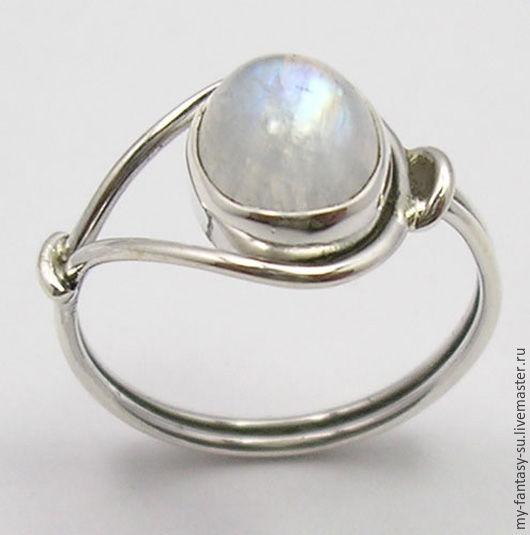 Серебряное кольцо 925 пробы с натуральным лунным камнем адуляром