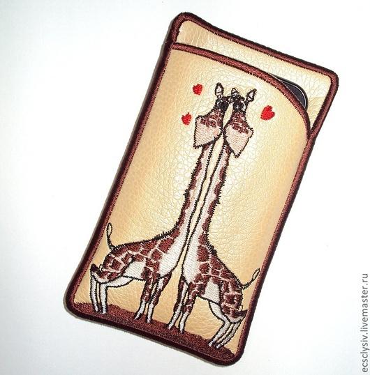 """Для телефонов ручной работы. Ярмарка Мастеров - ручная работа. Купить Чехол для сотового """" Влюблённые жирафы """". Handmade."""