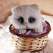 Куклы и игрушки handmade. Livemaster - original item Fluffy cat in a basket toy from wool. Handmade.
