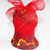 Подарки к праздникам ручной работы. Ярмарка Мастеров - ручная работа Колокольчик с бубенчиком валяный новогодний красный год петуха. Handmade.