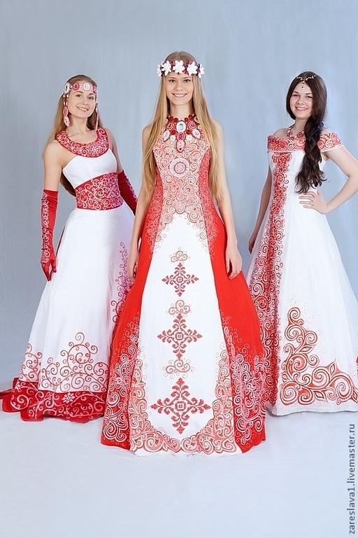 Рута - это платье по центру.