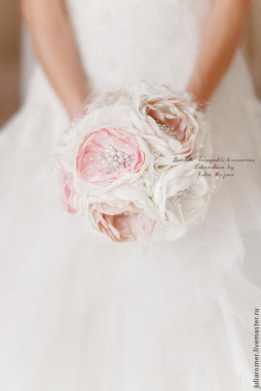"""Свадебные цветы ручной работы. Ярмарка Мастеров - ручная работа. Купить Букет из тканей и брошей """"Зефирный"""". Handmade. Белый"""