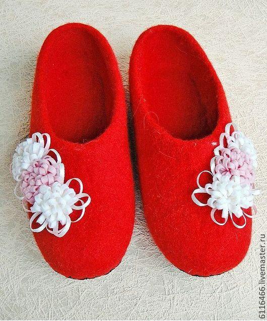 Обувь ручной работы. Ярмарка Мастеров - ручная работа. Купить домашние валяные тапочки из натуральной шерсти Цветочное настроение. Handmade.