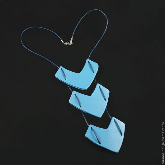 Колье, бусы ручной работы. Ярмарка Мастеров - ручная работа. Купить Оригинальное голубое колье из натуральной кожи. Handmade. Голубой