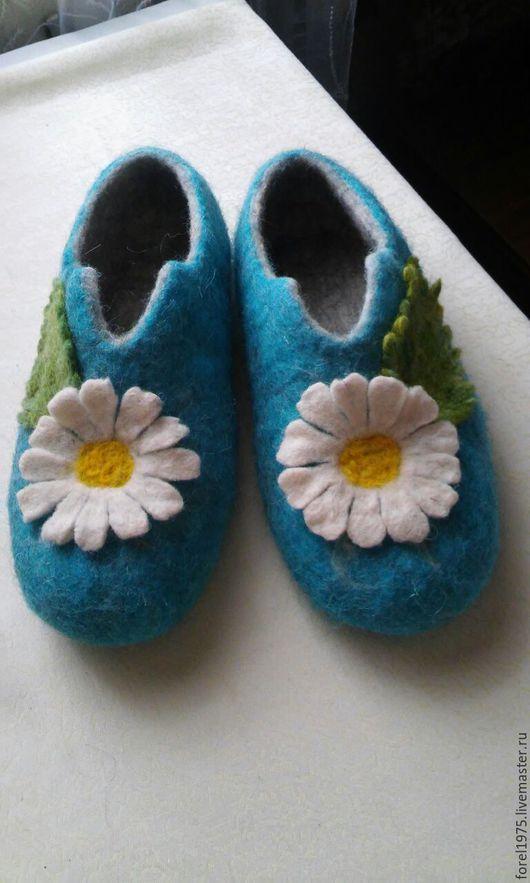 Обувь ручной работы. Ярмарка Мастеров - ручная работа. Купить Валяные тапочки ромашки. Handmade. Голубой, тапочки домашние