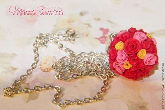 Кулоны, подвески ручной работы. Ярмарка Мастеров - ручная работа. Купить Шар из алых роз из полимерной глины. Handmade. цветы