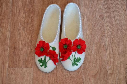 Обувь ручной работы. Ярмарка Мастеров - ручная работа. Купить Тапочки валяные белые Маки. Handmade. Белый, тапочки из войлока