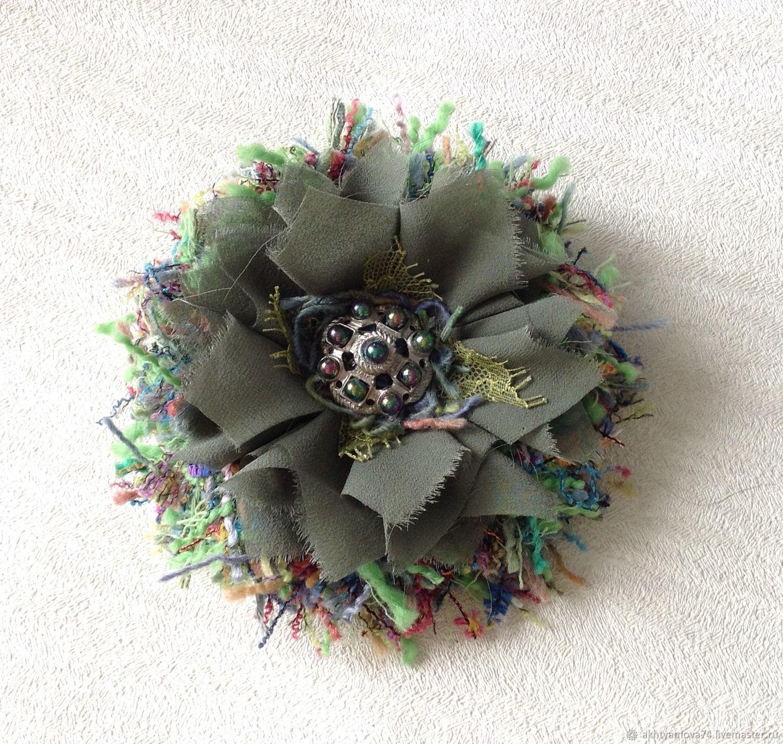 Брошь цветок из ткани шанель изумруд, брошь на платье, брошь на пиджак, брошь на пальто, брошь в подарок, брошь на заказ, оригинальный подарок на новый год, зеленая брошь