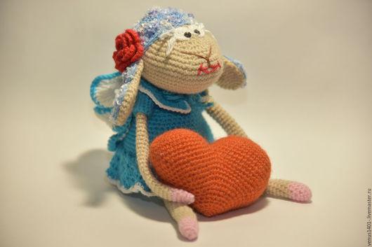 Игрушки животные, ручной работы. Ярмарка Мастеров - ручная работа. Купить Влюблённая овечка с сердечком. Handmade. Бирюзовый, сердце