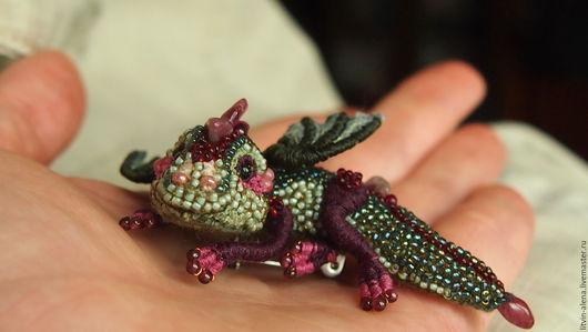 """Броши ручной работы. Ярмарка Мастеров - ручная работа. Купить Брошь дракон  """"Руби"""" Брошь бисер. Вышитый  дракончик... Handmade."""