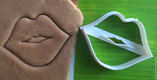 Кухня ручной работы. Ярмарка Мастеров - ручная работа. Купить Форма для печенья Губы. Handmade. Разноцветный, формочка для печенья