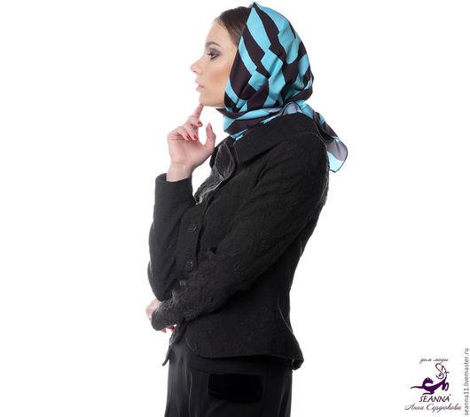 Дизайнер Анна Сердюкова (Дом Моды SEANNA).  Эффектный платок из шелка с авторским принтом `Бирюзовая зебра`. Размер платка - 75х75 см. Цена - 2900 руб.