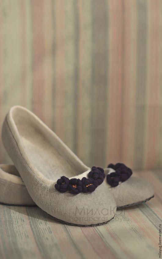 """Обувь ручной работы. Ярмарка Мастеров - ручная работа. Купить """"Фиалка"""" детские валяные тапочки балетки. Handmade. Серый, белый"""