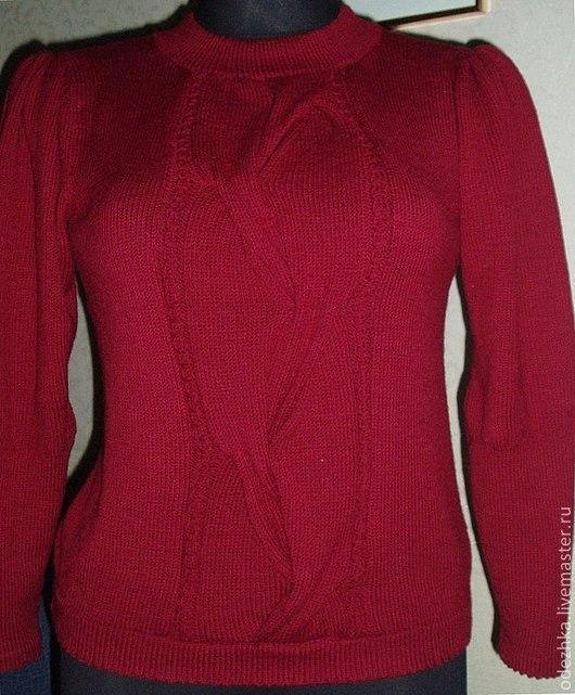 Фото. Вязаный свитер с модной широкой косой `Вишневый сад`.