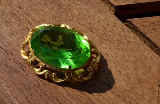 Винтажные украшения. Ярмарка Мастеров - ручная работа. Купить Винтажная брошь с зеленым кристаллом.. Handmade. Ярко-зелёный, брошь винтажная