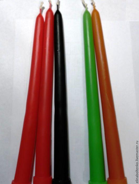 ярко-красные, ярко-зеленая, ярко-оранжевая - из осветленного воска. Черная - из обычного воска.