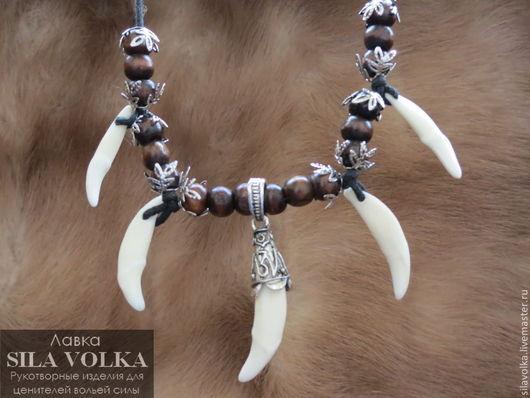 Ожерелье с навершием из 5 белых клыков волка Цена 2550 р.