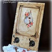 """Ключницы ручной работы. Ярмарка Мастеров - ручная работа Вешалка-ключница """"Счастье живет здесь."""". Handmade."""